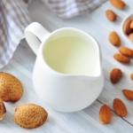 Белое золото: каким бывает и чем полезно растительное молоко